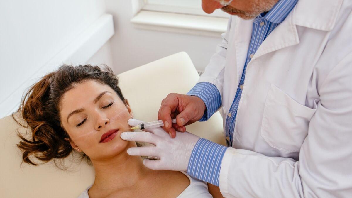 Médecine et chirurgie esthétique : 5 traitements très prisés pour garder une peau jeune